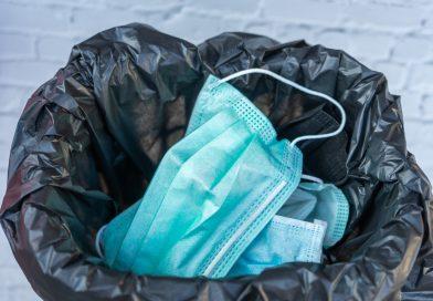 Tapaboca en la basura