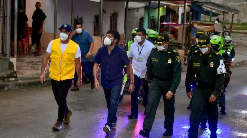 Recorrido de las autoridades en los barrios Santo Domingo y las Américas