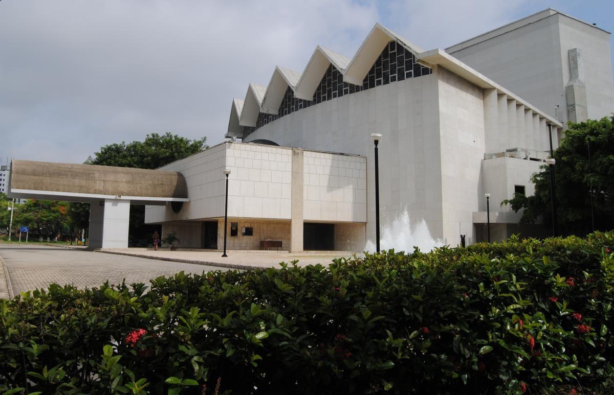 Alcaldía y Banrepública acuerdan inversión para restauración de Teatro Amira de la Rosa