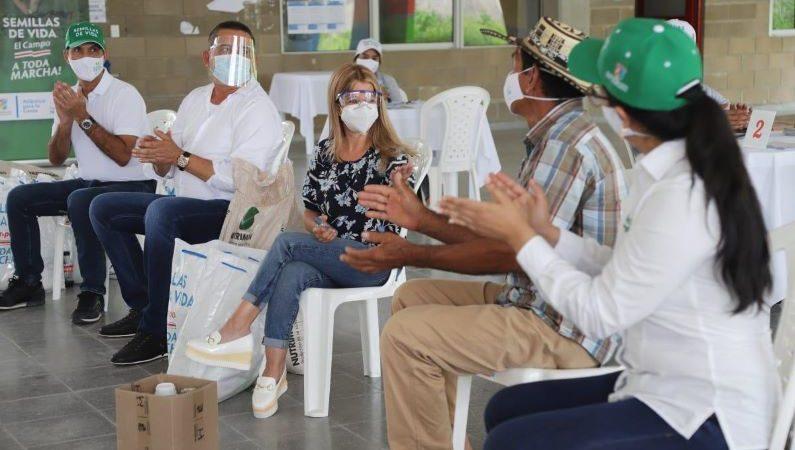 Maratónica entrega de kits de siembra en Juan de Acosta