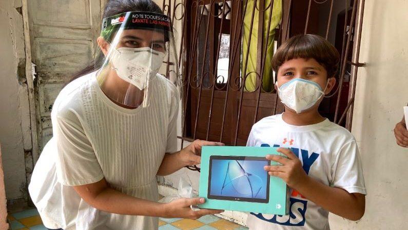 La Fundación Gases del Caribe entrega tablets en  Atlántico